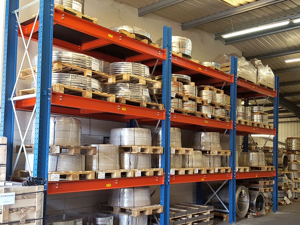 Pallet racking system with small heavy pallet loads